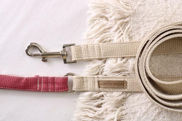correa para perro beige y rosa de cuero vegano y materiales sustentables